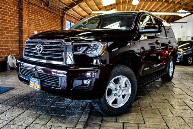 New 2018 Toyota Sequoia Sr5 Rwd