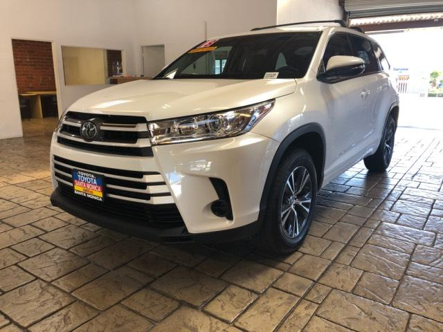 New 2018 Toyota Highlander Bse