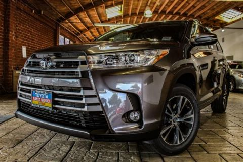 New 2018 Toyota Highlander LE Plus V6 AWD AWD